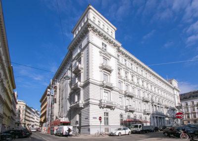 Schillerplatz Renovation/ Mansard building up